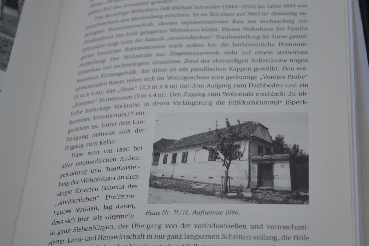 Casa în care astăzi e pensiunea Veseud 11, într-o carte dedicată fiecărei gospodării din localitate, în limba germană