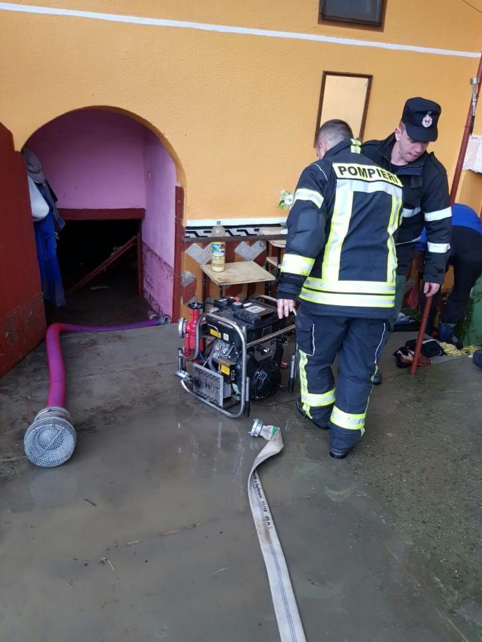 inundatii ISU pompieri (1)