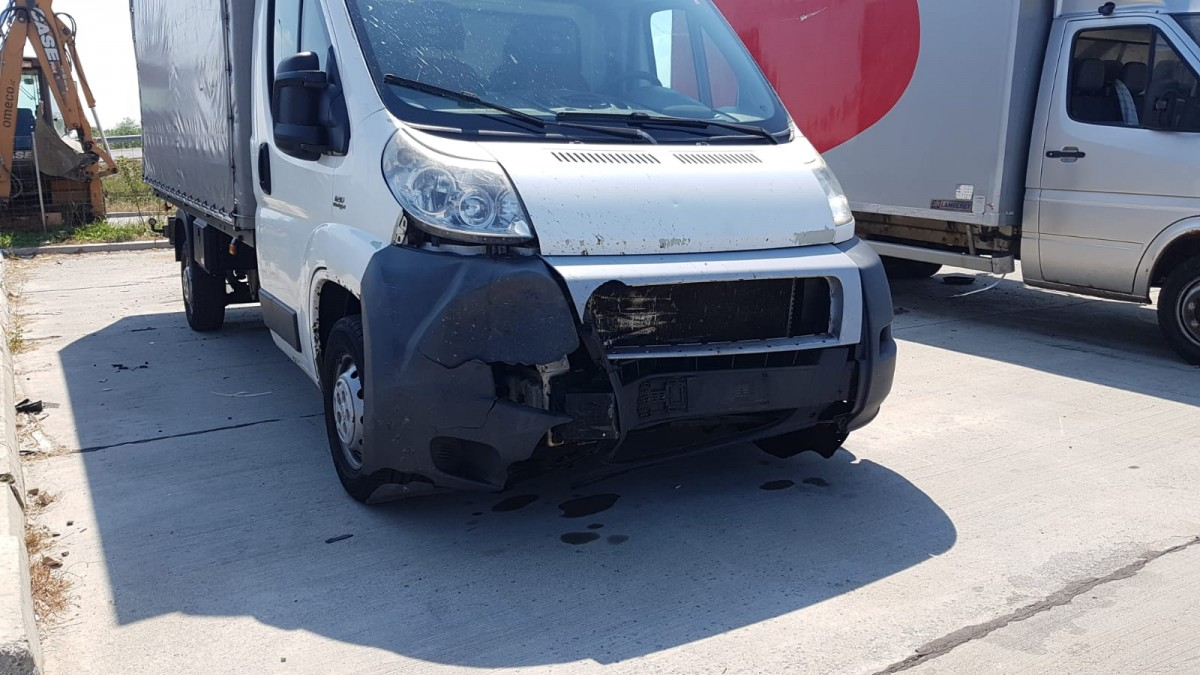 camioneta lovita autostrada