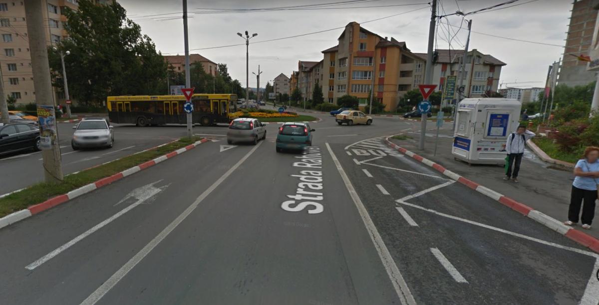 Modul în care a fost amenajată stația de autobuz înainte de sensul giratoriu. Foto: Google Street View
