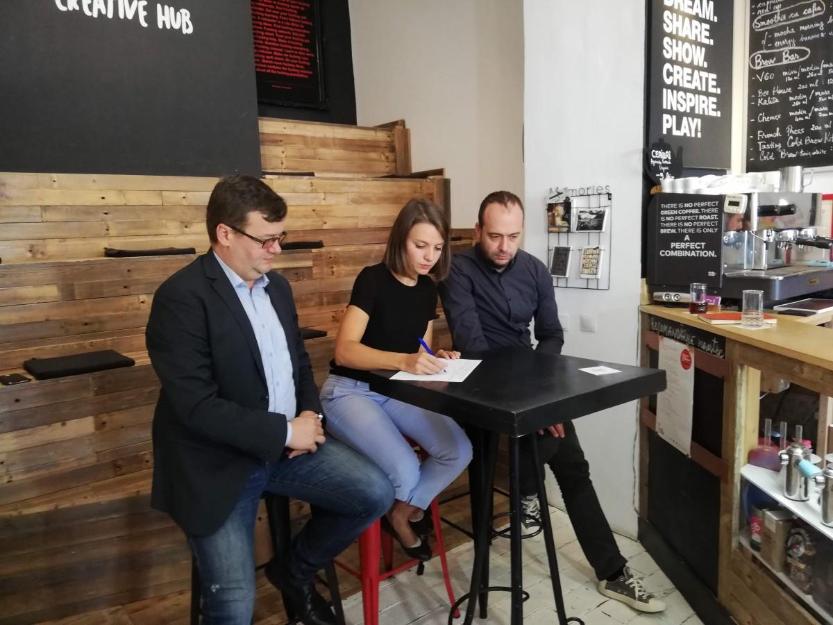 """Diana Mureșan semnează inițiativa """"Oameni noi în politică"""""""