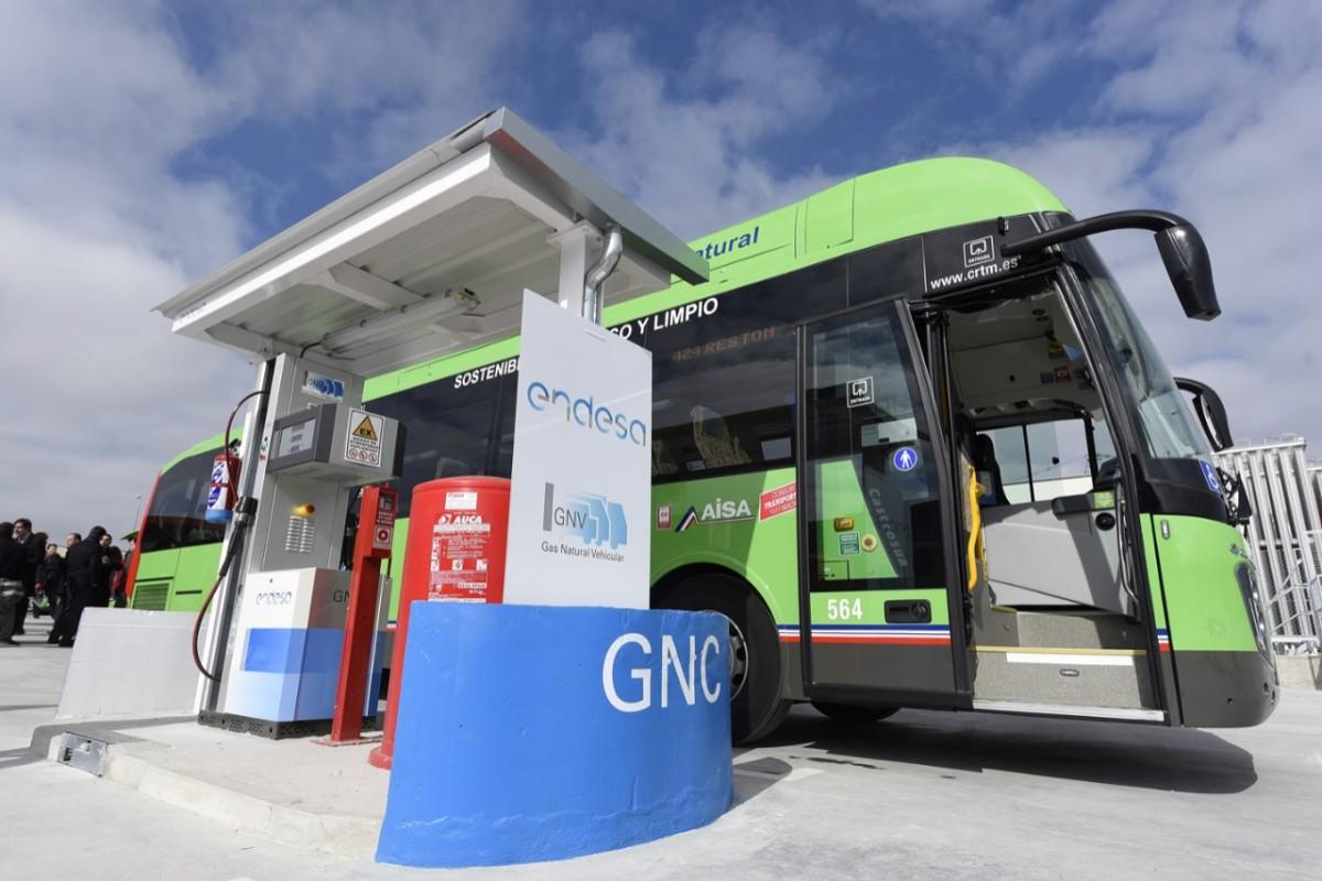 Deocamdată, singurul oraș din România care a introdus mijloace de transport public cu gaz natural comprimat este Râmnicu Vâlcea