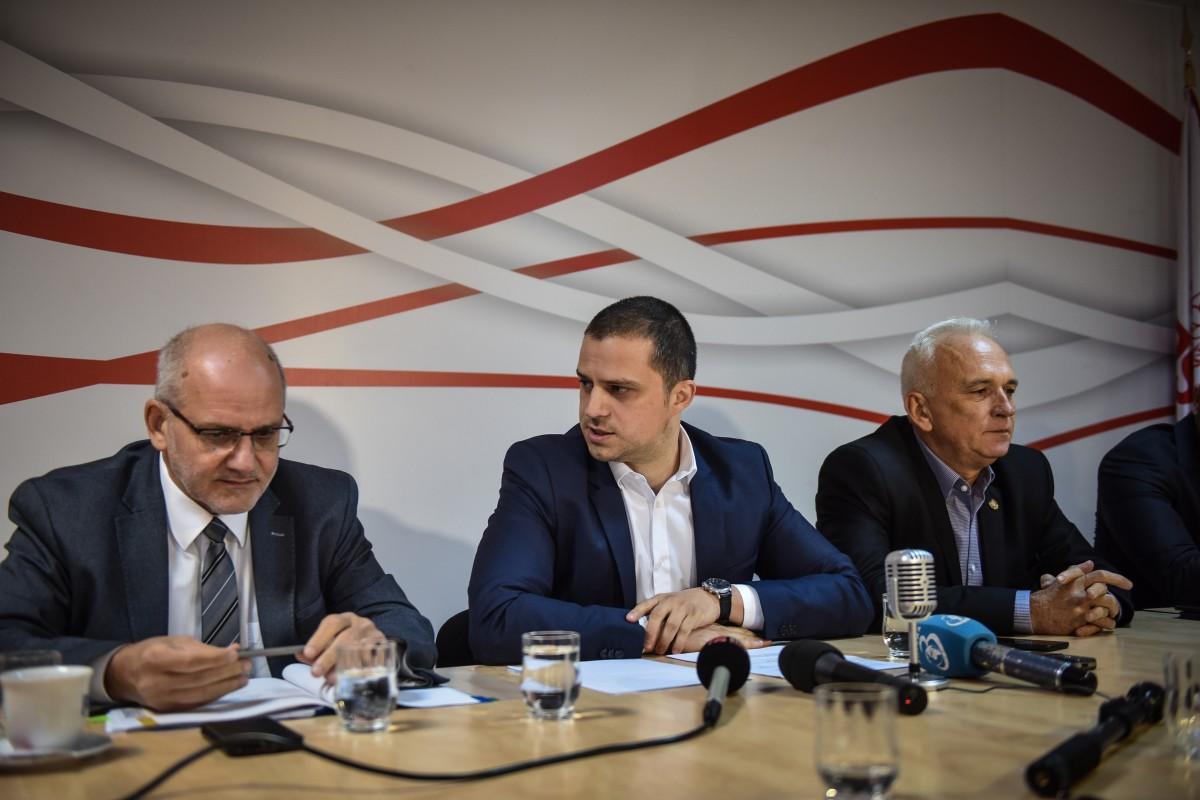Narcis Neaga, Bogdan Trif, Viorel Arcaș. În 2018, din sediul PSD se promitea chiar faptul că, în viitor, centura Mediașului ar putea avea profil de autostradă