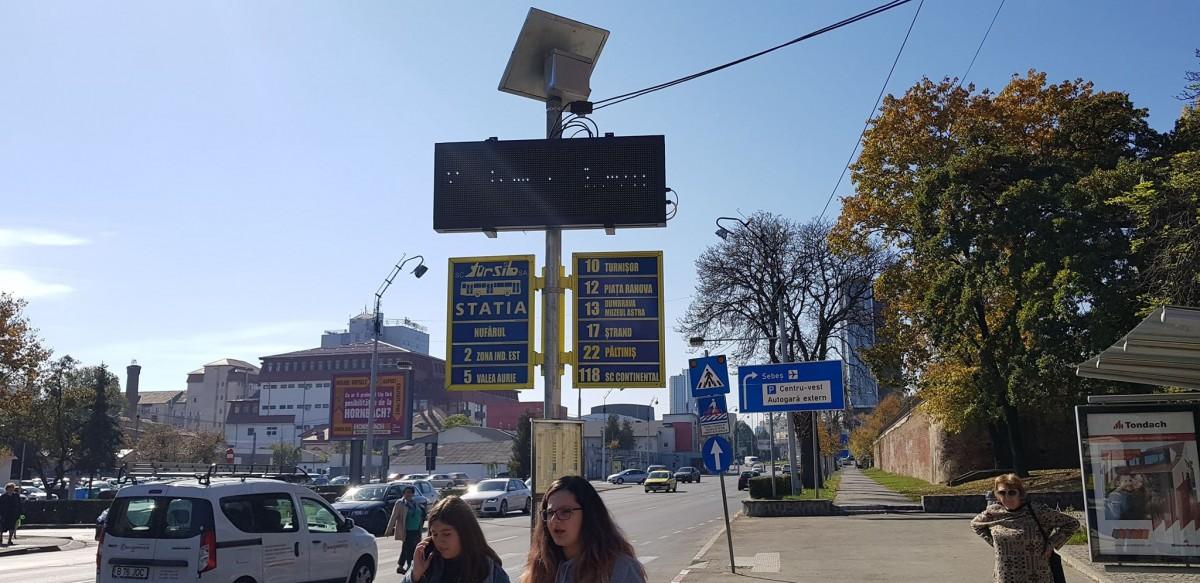 Primele afișaje electronice cu timpii rămași până la sosirea autobuzelor în stație au fost montate, de probă, în stația de la Teatru