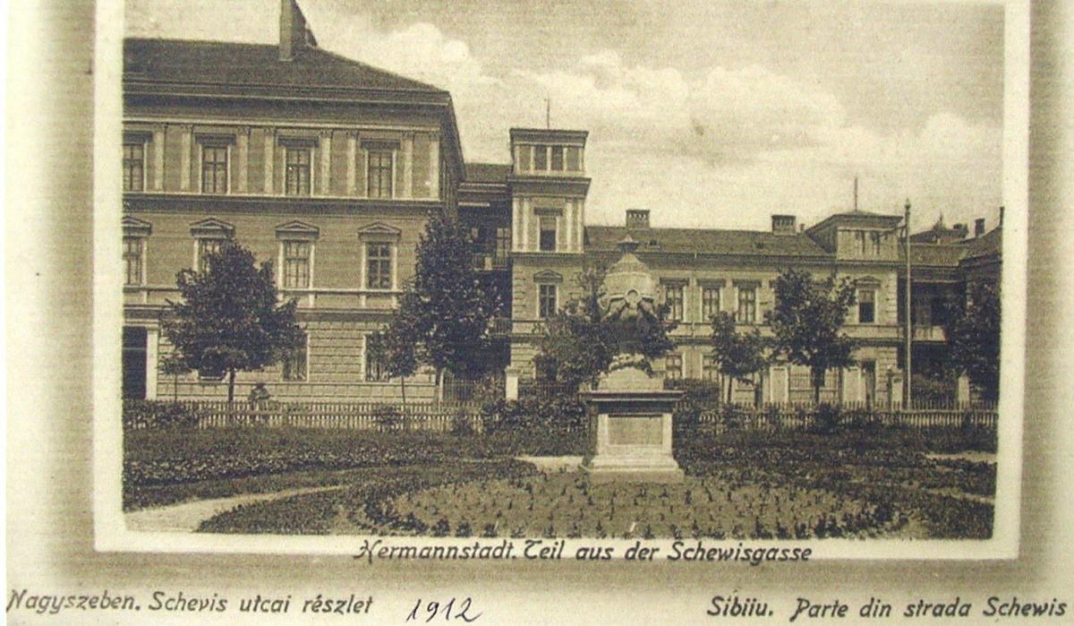 Urna din mijlocul Parcului Elisabeta poate fi văzută astăzi în a doua curte a Muzeului Brukenthal