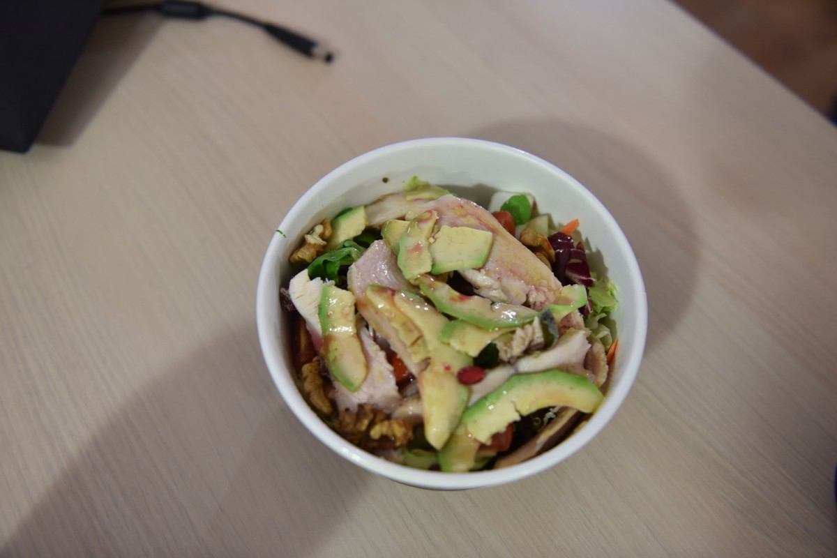 Salată de pui cu avocado