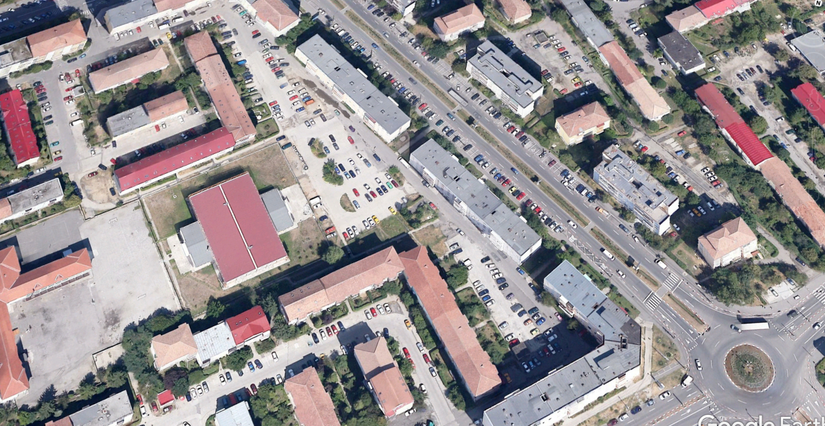 Parcarea supraetajată va fi realizată într-un cartier cu o pronunțată lipsă a locurilor de parcare. Foto: Google Earth