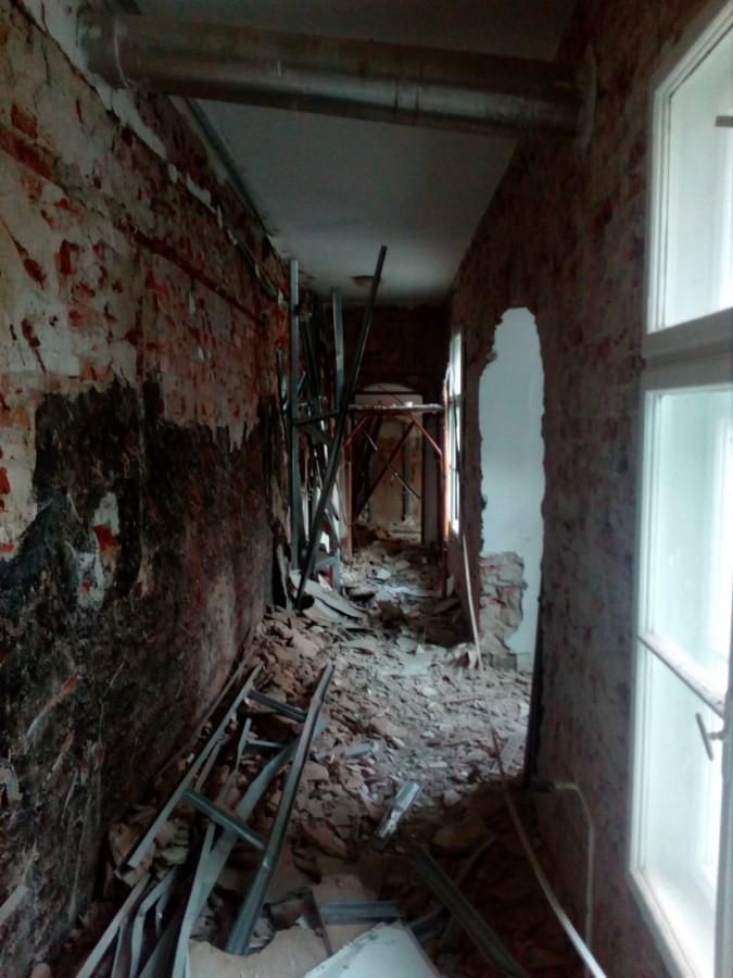 Clădirea Băii Populare a fost afectată serios de mucegai