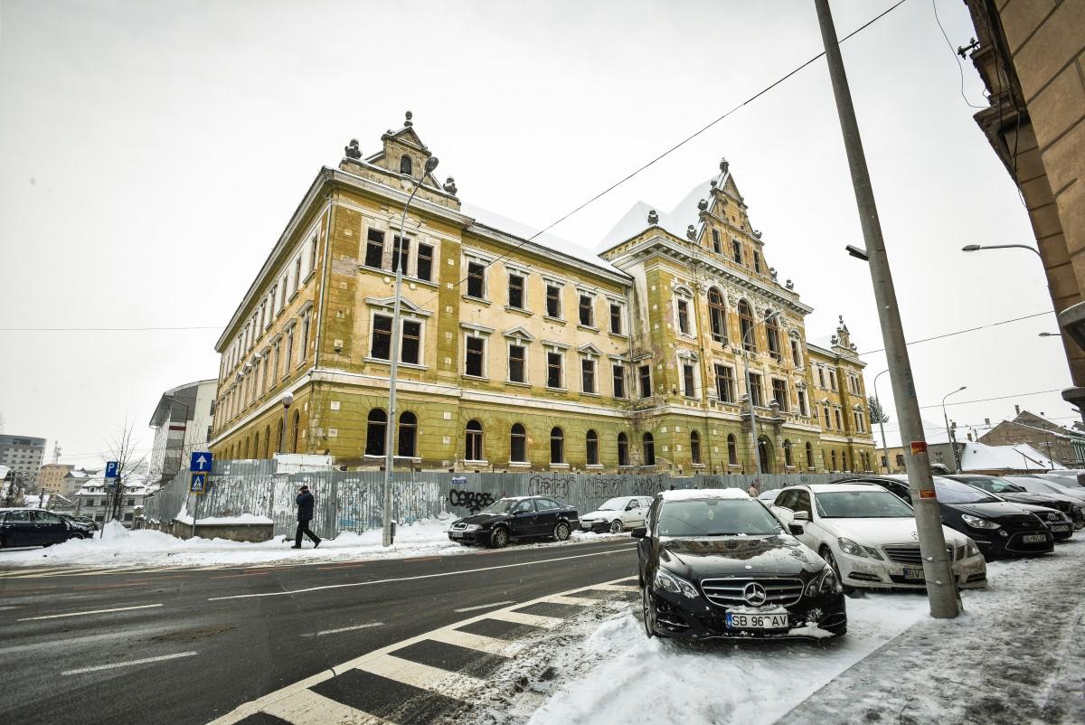 Palatul Justiției din Sibiu a fost construit în patru ani. Reabilitarea lui durează deja de opt ani, iar finalizarea nu se întrevede