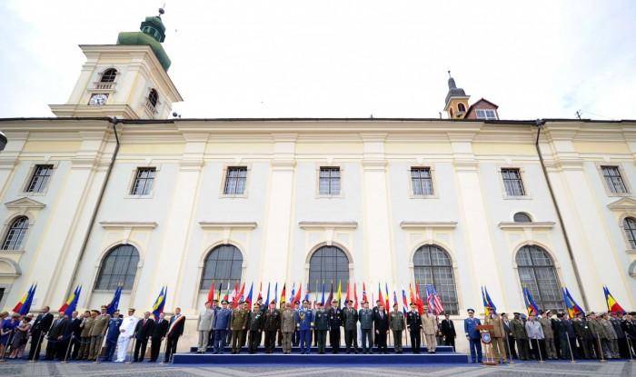 În 2012, Sibiul a mai fost gazda unei reuniuni NATO la cel mai înalt nivel