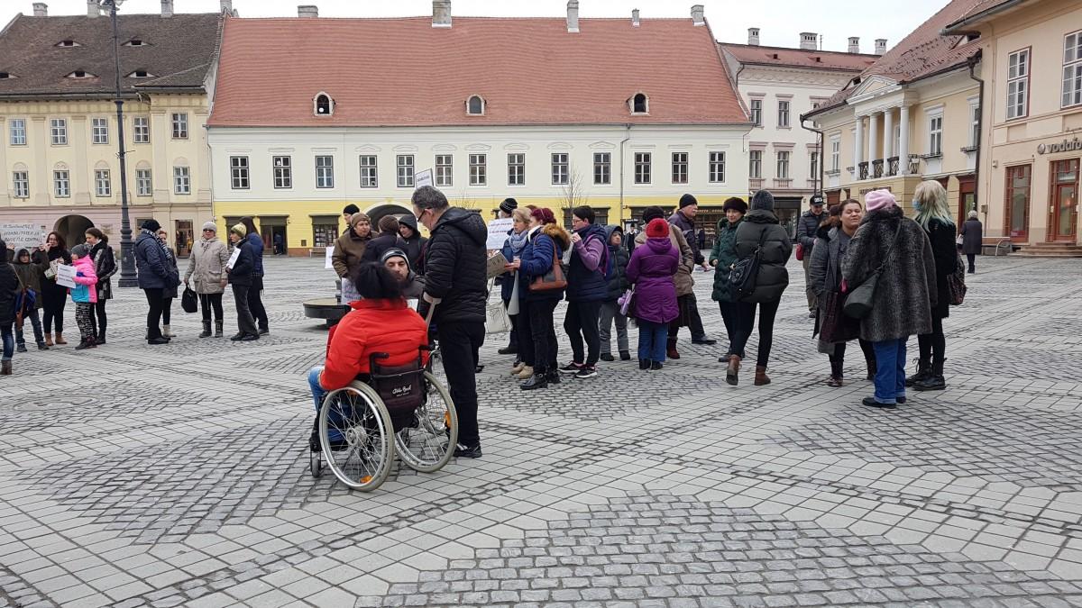 persoane dizabilitati protest