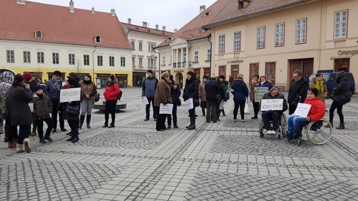 protest persoane cu dizabilitati