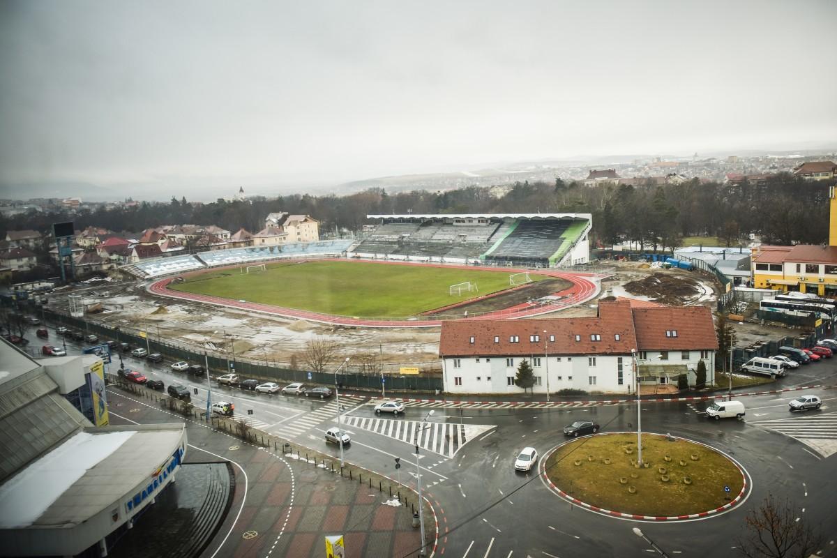 În ultima perioadă, la stadion se lucrează într-un ritm mai ridicat. Termenul de 15 martie, însă, e greu de crezut că va fi respectat