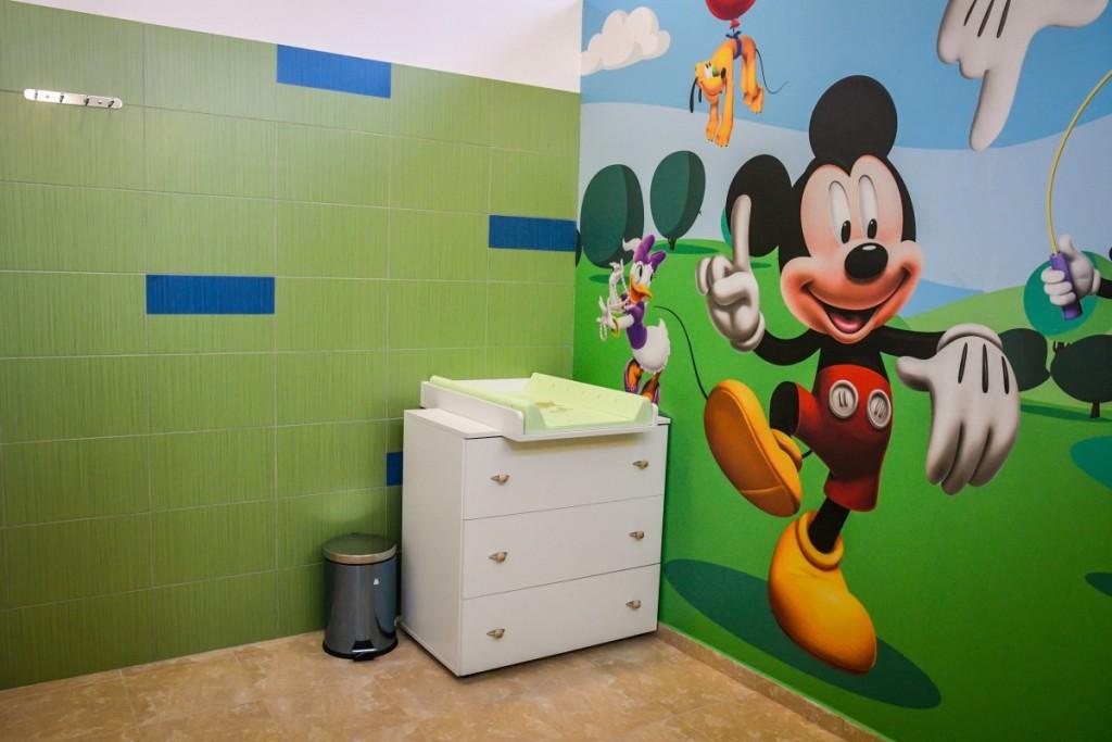 toaleta casuta bebe sub arini (4)