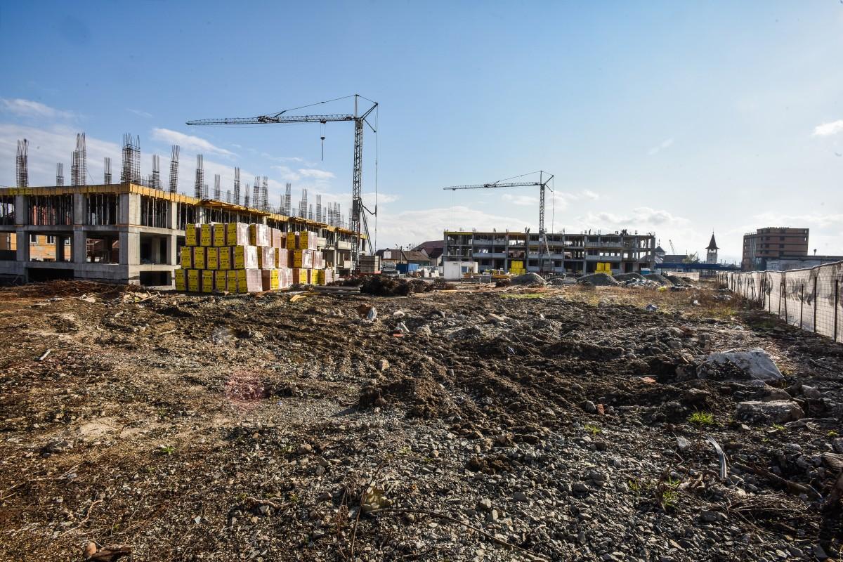În curs de construire sunt primele două blocuri ale ansamblului
