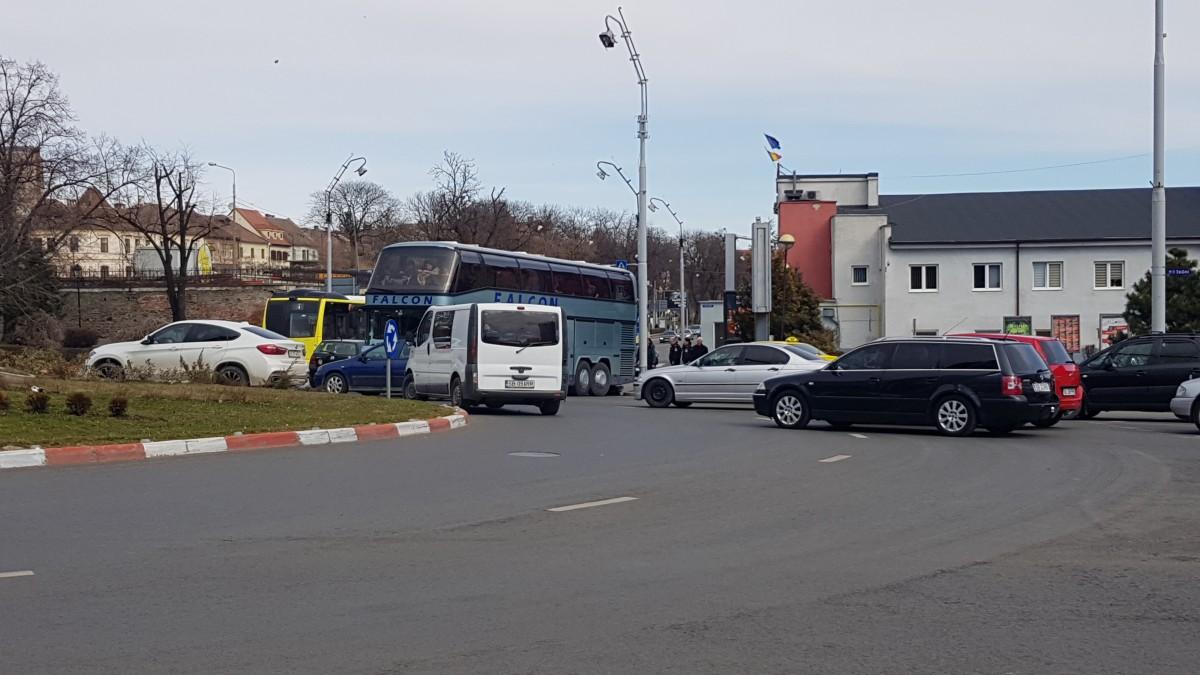 autobuz blocat giratoriu piata unirii 4