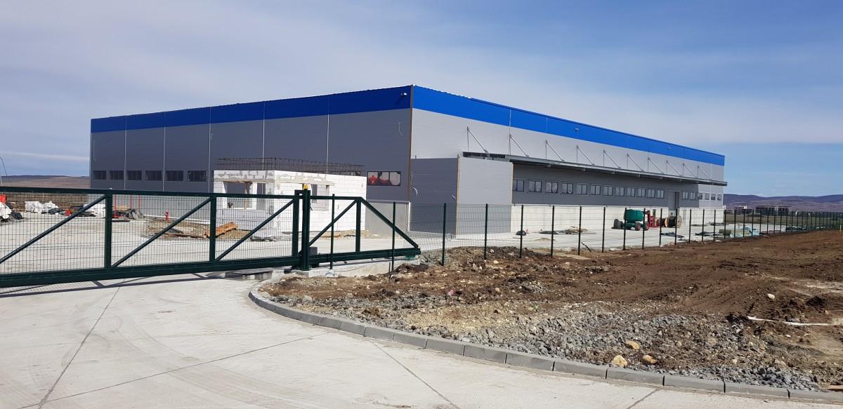Stadiul din martie 2019. La fabrica ridicată fără acte a mai rămas de finalizat cabina de la poartă