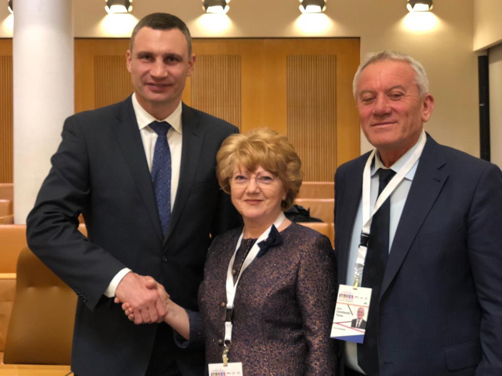 primarul orașului Kyiv, Ucraina, dl Vitaliy Klitschko- primarul Astrid Fodor - primarul Buzăului, dl. Constantin Toma