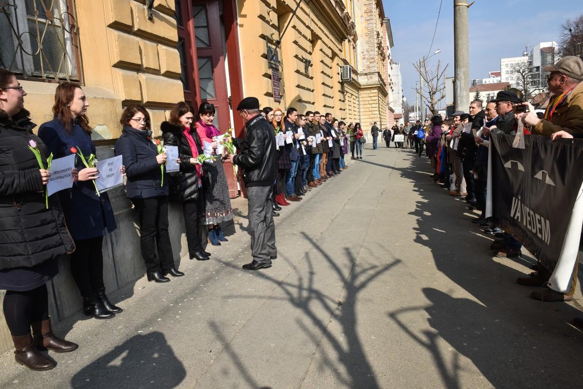 """Protestele magistraților au fost susținute """"în direct"""" de către societatea civilă din Sibiu"""