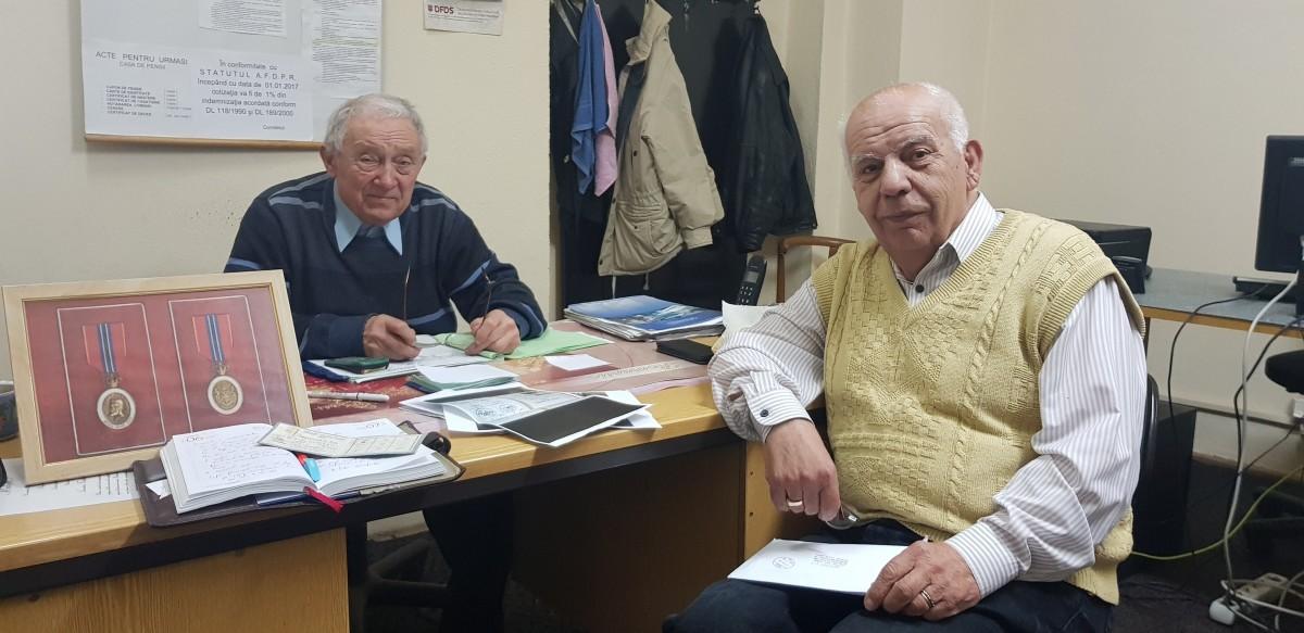 Ioan Fediuc și Nicolae Copăla, secretarul și președintele Foștilor deținuți politici din Sibiu se consideră păcăliți de Ioan Muntean