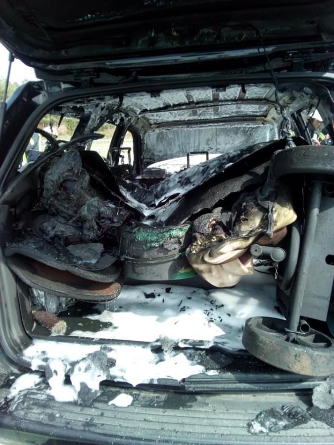 Laolaltă cu mașina au ars și echipamentele de competiție. Sursa foto: Facebook / Natalie Müller