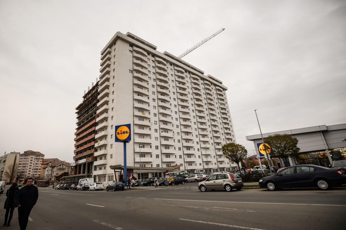 Măsuri compensatorii sunt propuse și pentru cei din anturajul implicat, de exemplu, în ridicarea ansamblului de 17 etaje de pe bulevardul Mihai Viteazul
