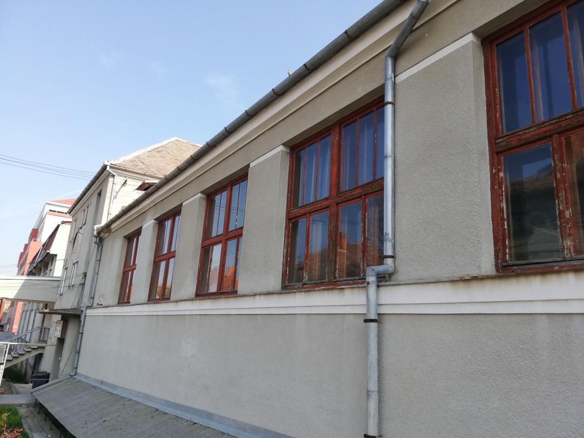 clubul sportiv scolar ferestre sala