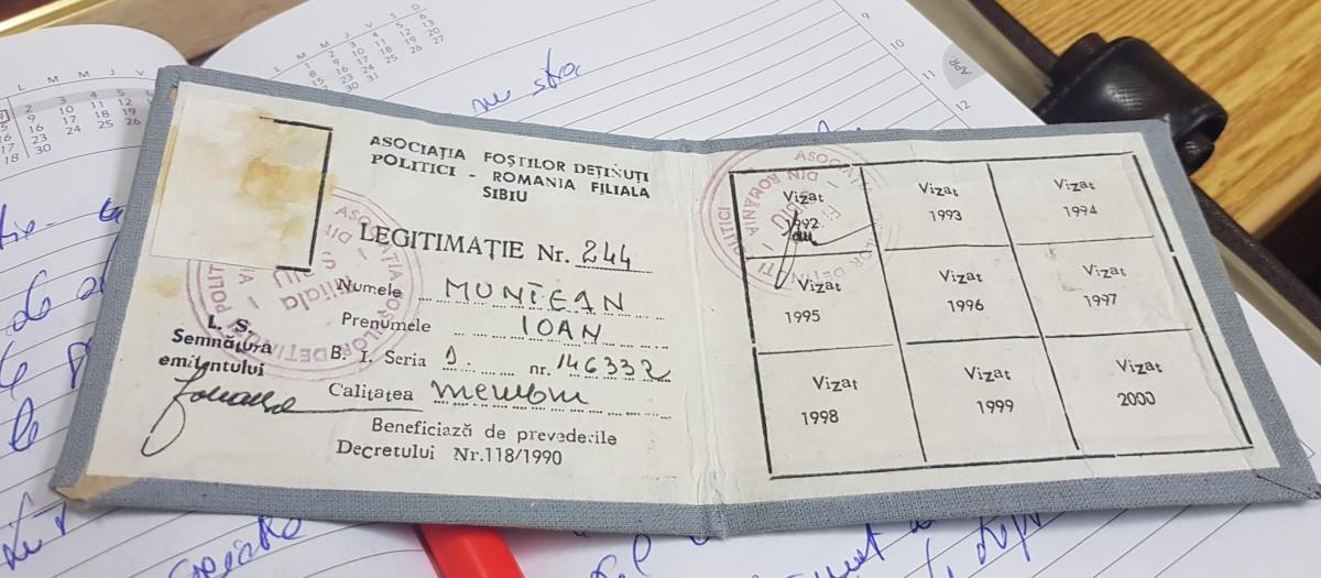 """Vechiul carnet de membru al Asociației, deținut de Ioan Muntean, """"este un fals"""", susțin reprezentanții deținuților politici din Sibiu"""