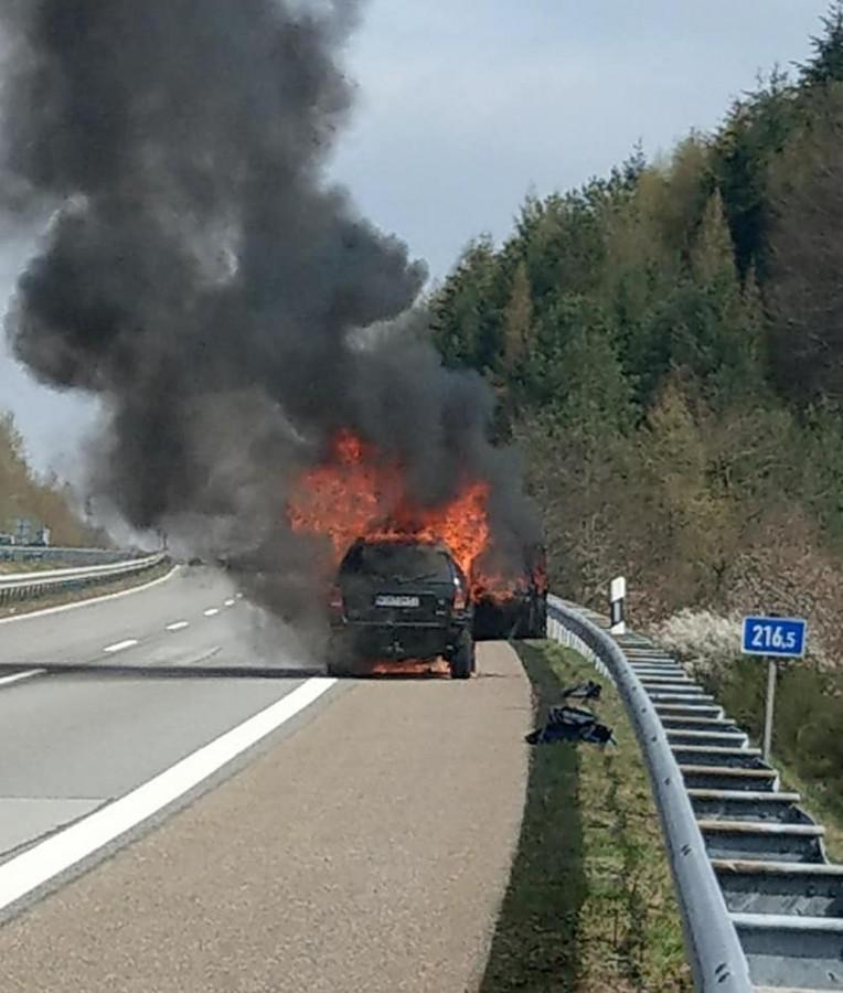 Mașina de care era agățată remorca a ars în totalitate