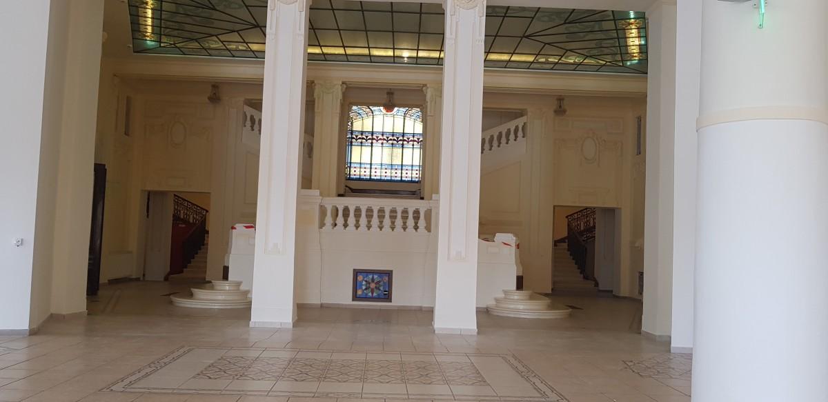 Sala de expoziții a Primăriei a fost locul de întâmpinare și socializare a înalților oficiali. Acum, spațiul va fi reamenajat pentru turiști și cultură