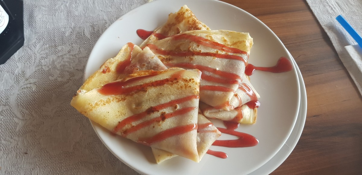 Clătite cu gem de căpșuni