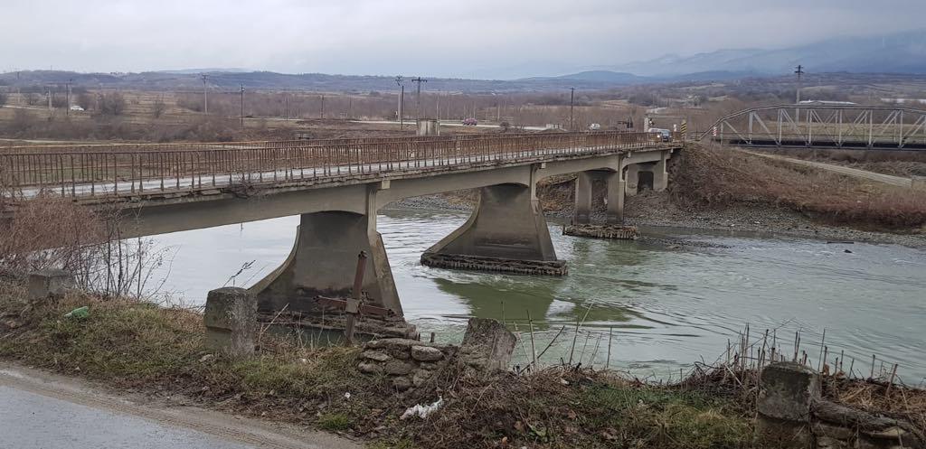 Vechiul pod va fi închis de vineri