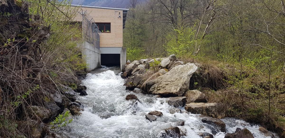 Apele preluate de la confluența cu Crăciuneasa sunt redate înapoi Râului Mare după aproape cinci km