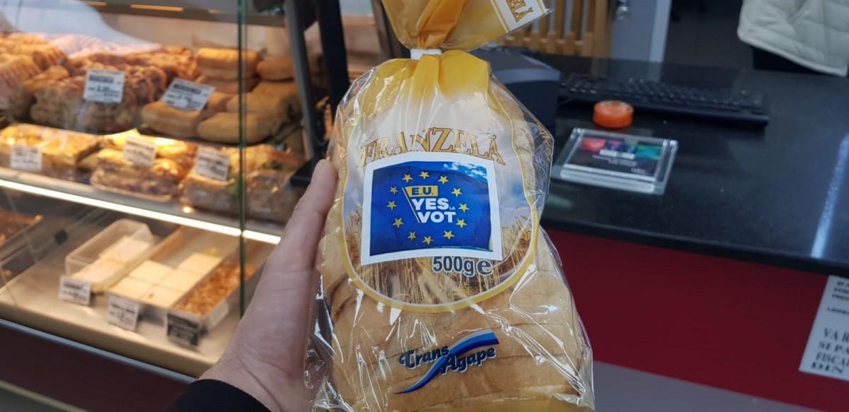 Câteva zeci de mii de pâini produse de TransAgape în acest sfârșit de săptămână sunt ambalate cu mesaje civice