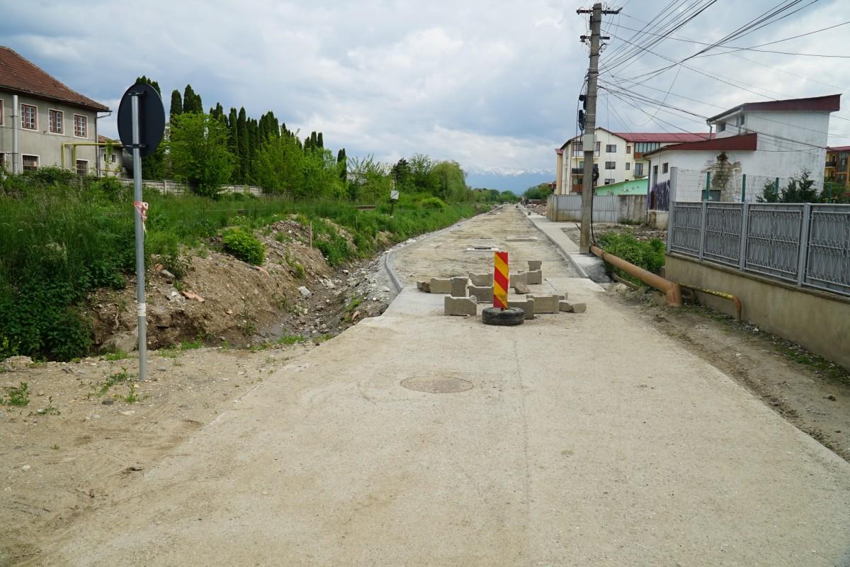Str. Pictor Brana va fi asfaltată în cel mult o lună, afirmă Marius Grecu, primarul Șelimbărului