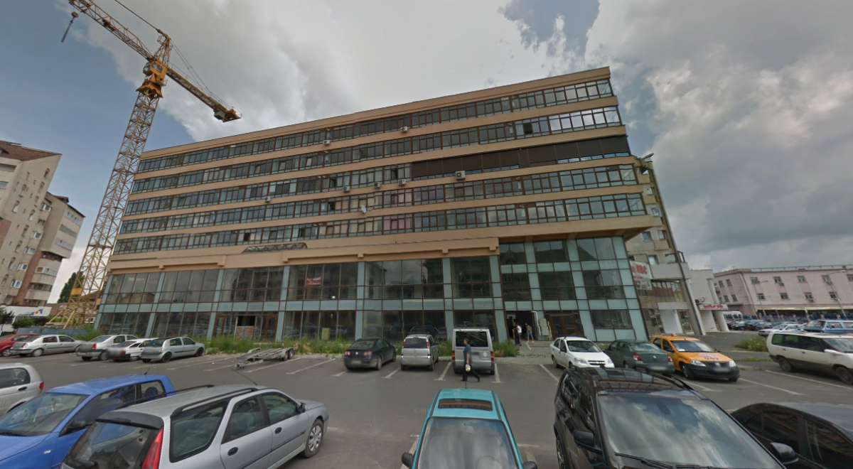 Cea de-a doua ofertă include patru niveluri din imobilul de pe str. Regele Ferdinand. Sursa foto: Google Street View