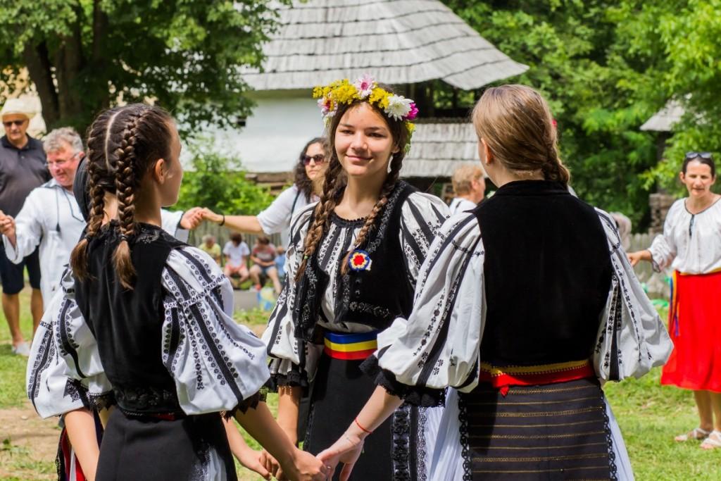 ziua iei muzeul satului costum popular traditii hora (5)
