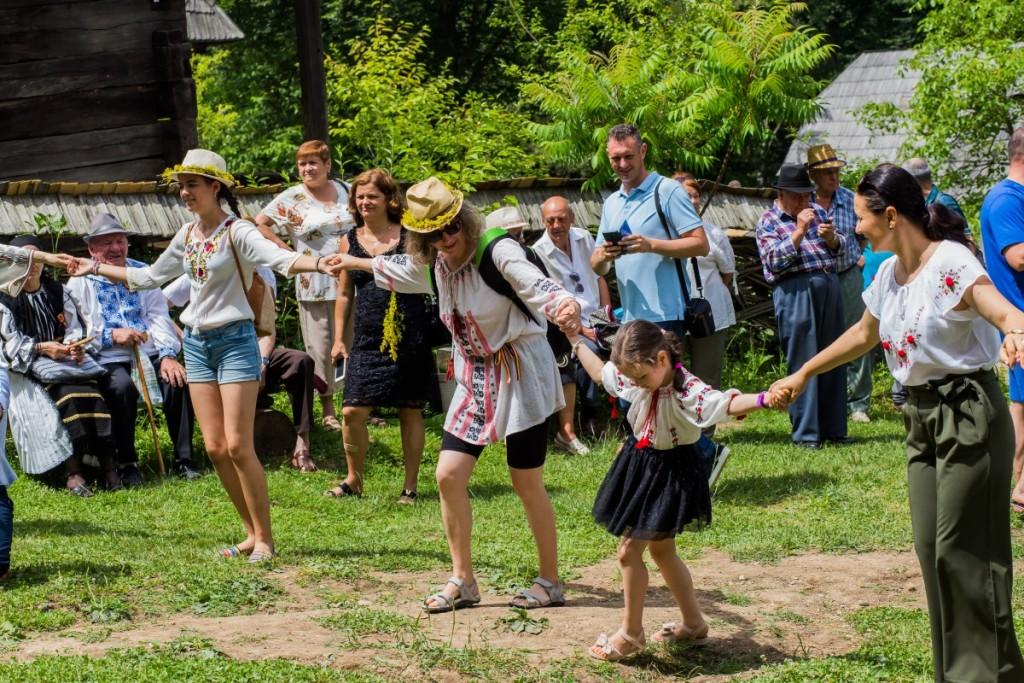 ziua iei muzeul satului costum popular traditii hora (6)