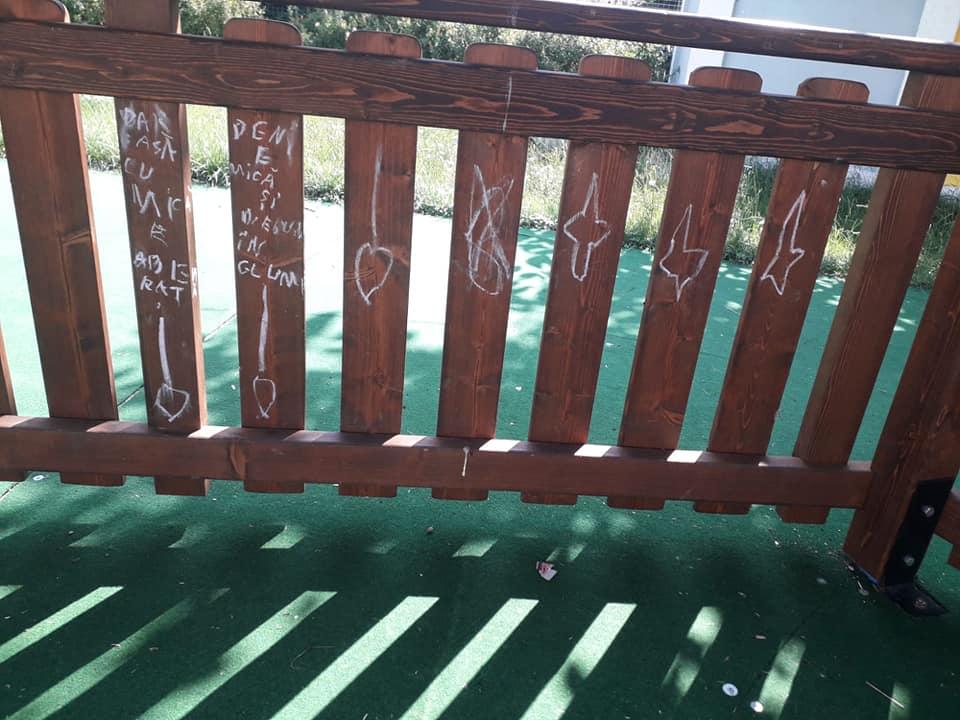 loc joaca vandalizat ucos 3