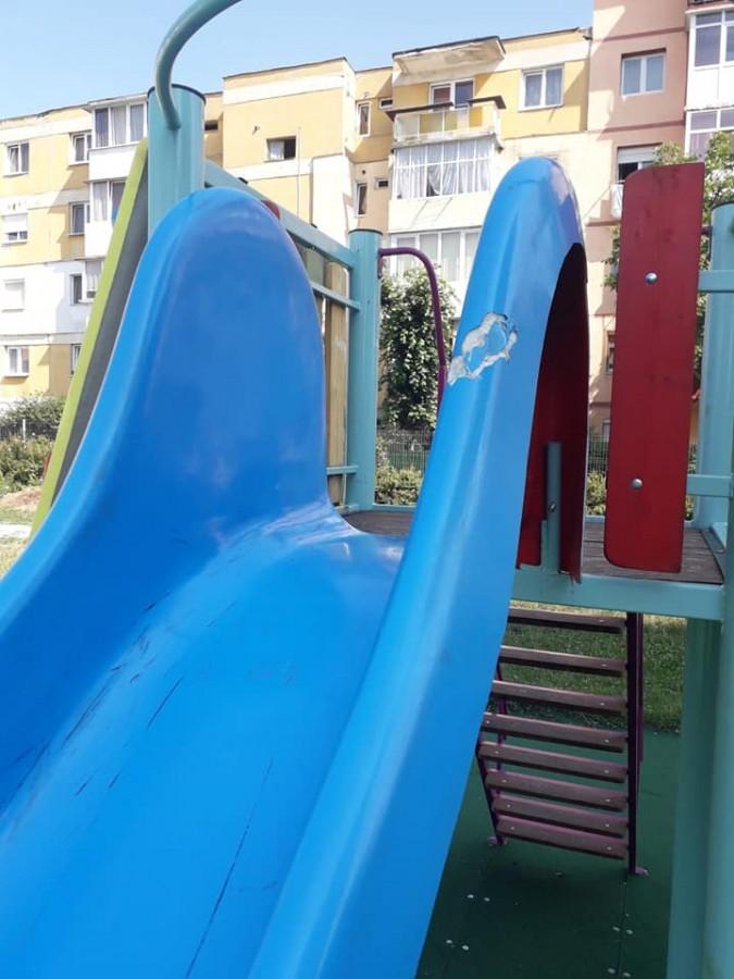 loc joaca vandalizat ucos