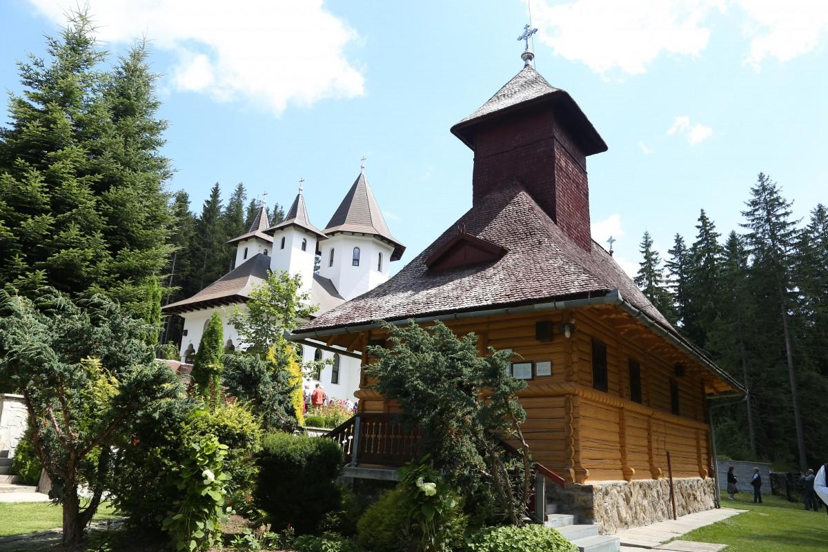 biserica paltinis veche si noua