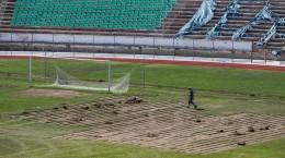 stadionul municipal inlocuire gazon utilaje santier iarba fotbal (17)