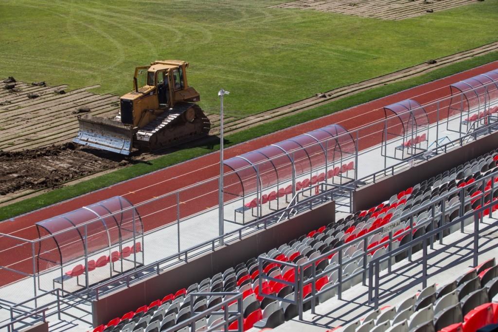 stadionul municipal inlocuire gazon utilaje santier iarba fotbal (18)