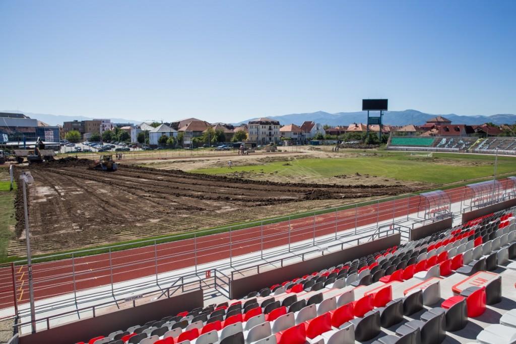 stadionul municipal inlocuire gazon utilaje santier iarba fotbal (24)