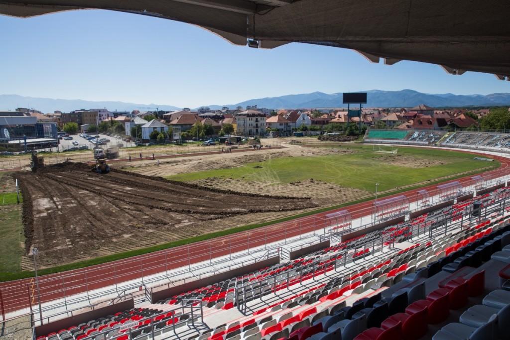 stadionul municipal inlocuire gazon utilaje santier iarba fotbal (5)