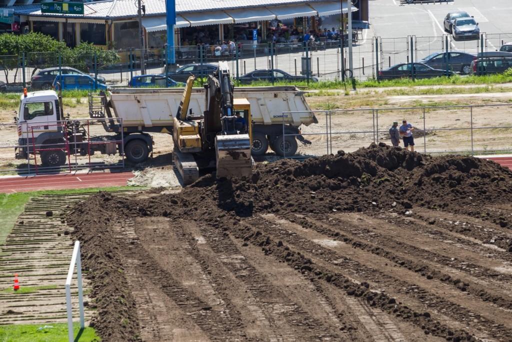 stadionul municipal inlocuire gazon utilaje santier iarba fotbal (8)