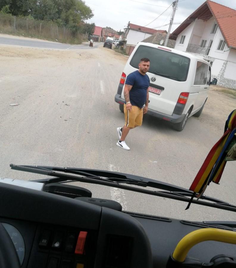 Agresorii au blocat plecarea autobuzului din stație, susține Florin Florescu