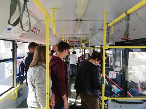 În autobuz afli lucruri și îți dai timp vieții