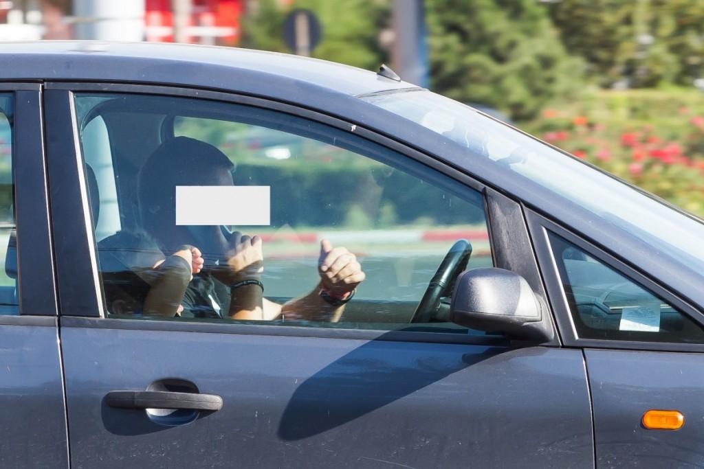 telefon la volan sofer sms trafic (12)