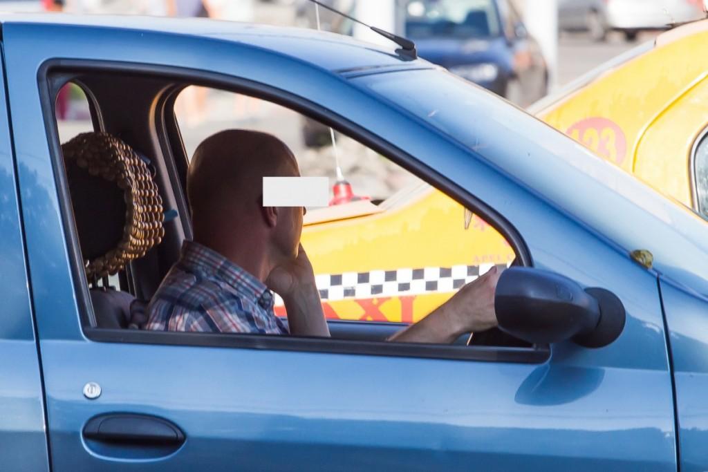 telefon la volan sofer sms trafic (24)